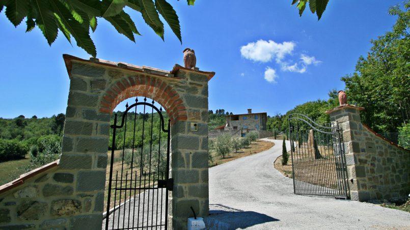 Stone villa Casa Bianca Tuscany Arezzo 1