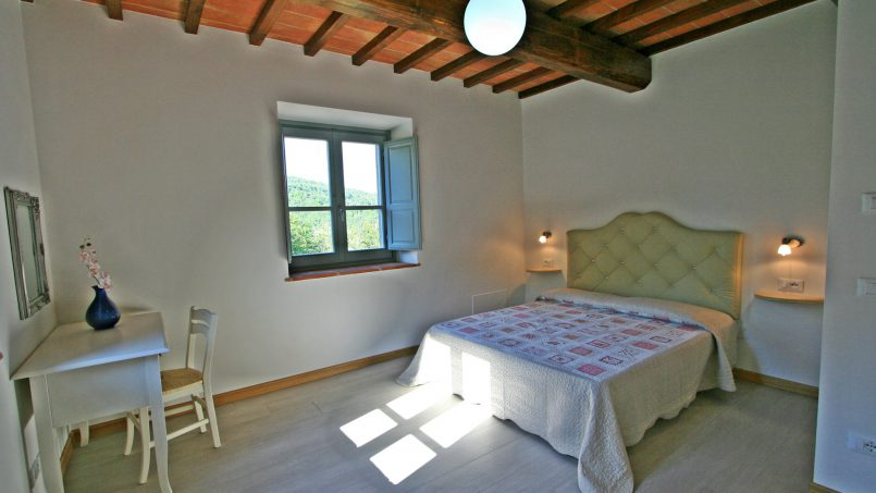 Stone villa Casa Bianca Tuscany Arezzo 35