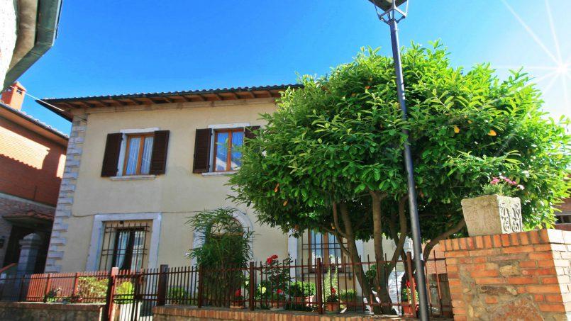 Village house Casa Lilia Tuscany Siena 1