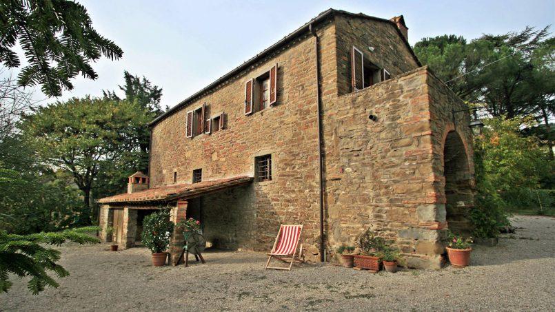 Old country church La Chiesetta Tuscany Arezzo 3