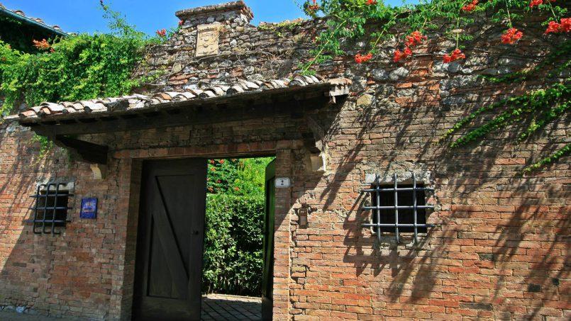 Hillside former convent Villa Dora Tuscany Siena 1