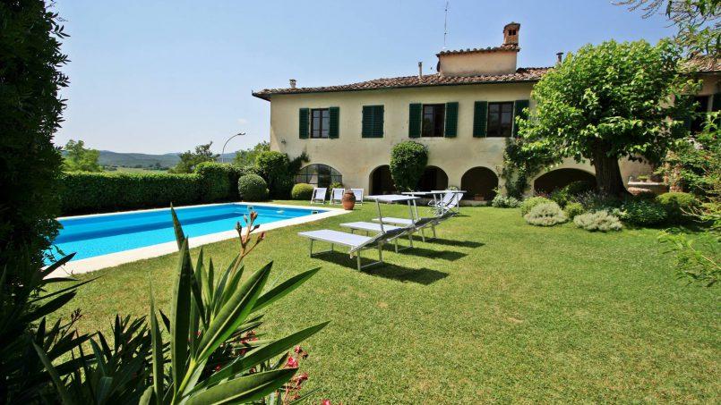 Hillside former convent Villa Dora Tuscany Siena