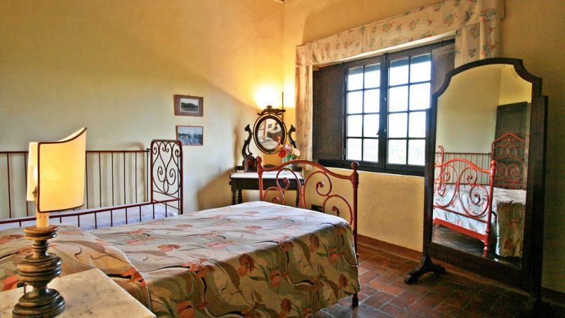 Hillside former convent Villa Dora Tuscany Siena 39