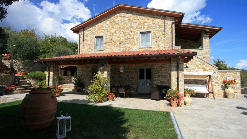 Stone villa Casa Bianca Tuscany Arezzo 2