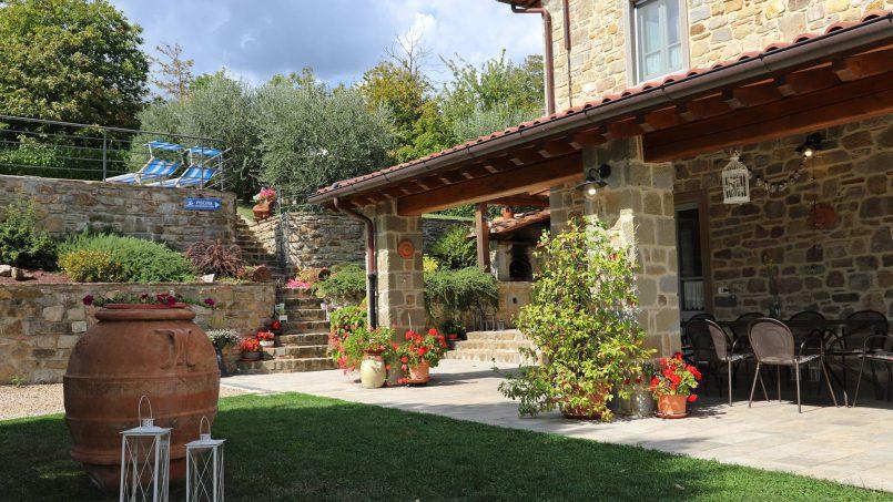 Stone villa Casa Bianca Tuscany Arezzo 4
