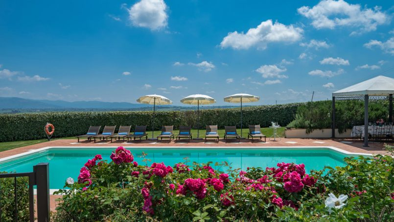Residence double pool Dolce Villa Arezzo 14