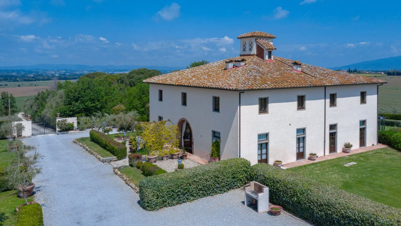 Residence double pool Dolce Villa Arezzo 4