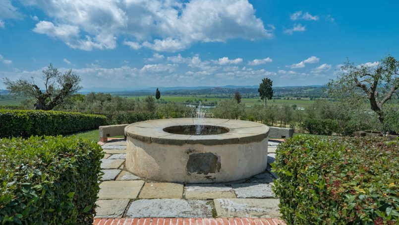 Residence double pool Dolce Villa Arezzo 6