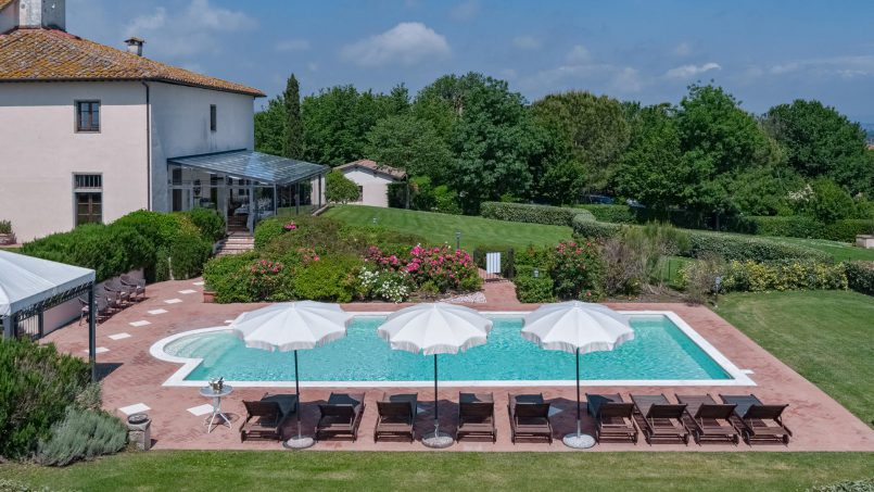 Residence double pool Dolce Villa Arezzo 9