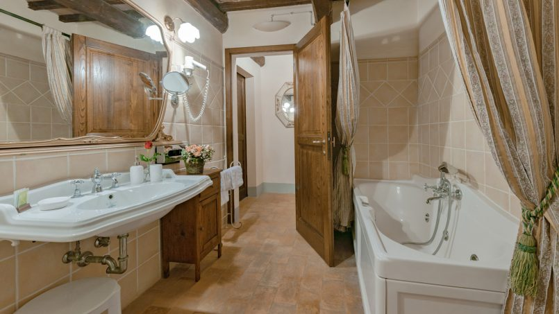 Residence double pool Dolce Villa Arezzo 90