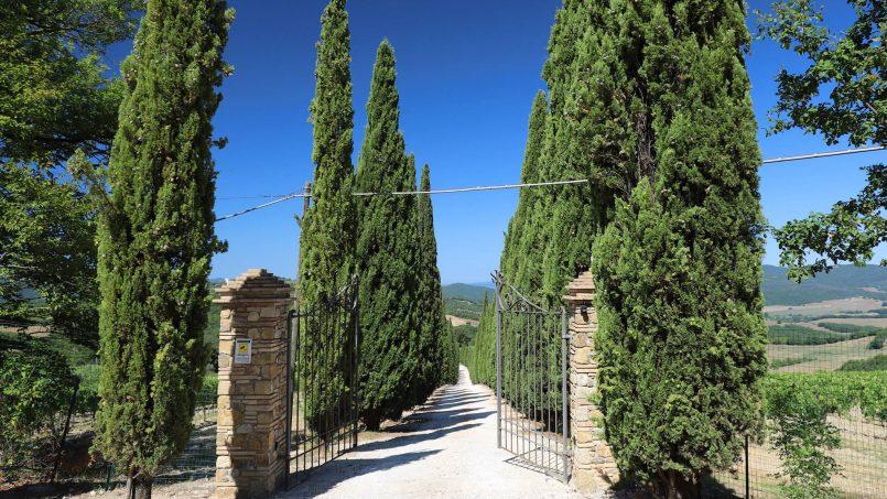 Hillside stone built Villa Insieme XVI Tuscany Siena 1