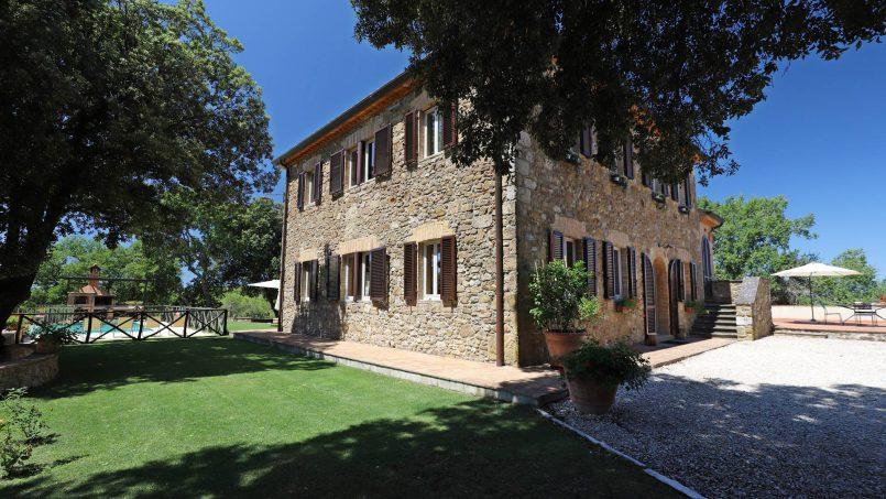 Hillside stone built Villa Insieme XVI Tuscany Siena 10