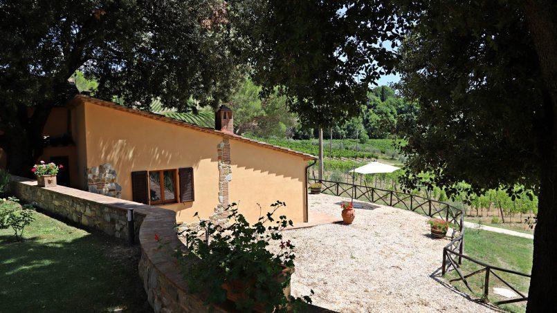 Hillside stone built Villa Insieme XVI Tuscany Siena 11-1