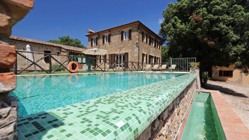 Hillside stone built Villa Insieme XVI Tuscany Siena 14-2