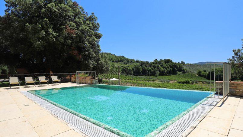 Hillside stone built Villa Insieme XVI Tuscany Siena 20