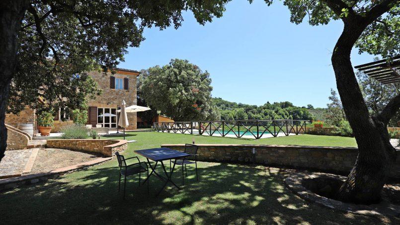 Hillside stone built Villa Insieme XVI Tuscany Siena 26