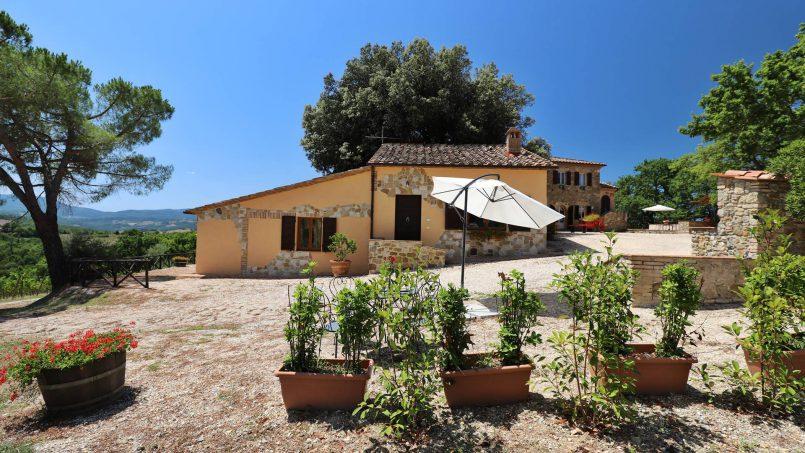 Hillside stone built Villa Insieme XVI Tuscany Siena 3-1