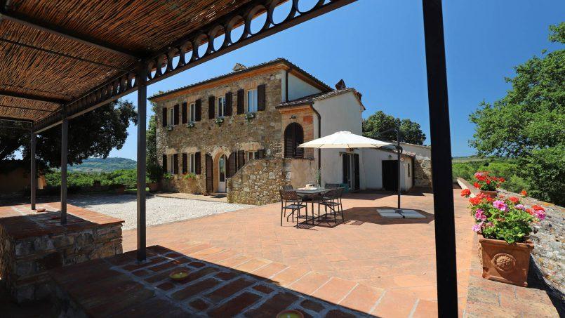 Hillside stone built Villa Insieme XVI Tuscany Siena 34