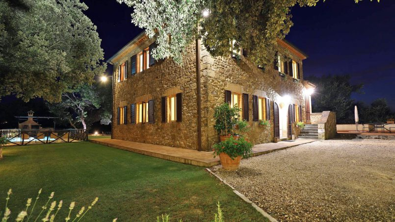 Hillside stone built Villa Insieme XVI Tuscany Siena 49
