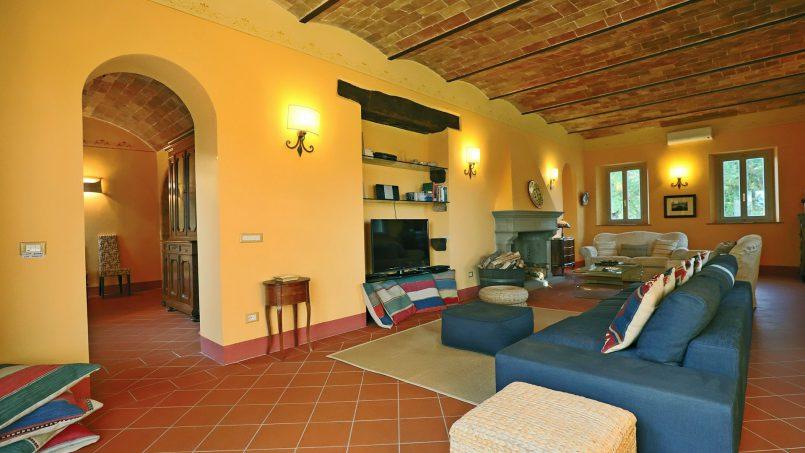 Hillside stone built Villa Insieme XVI Tuscany Siena 54