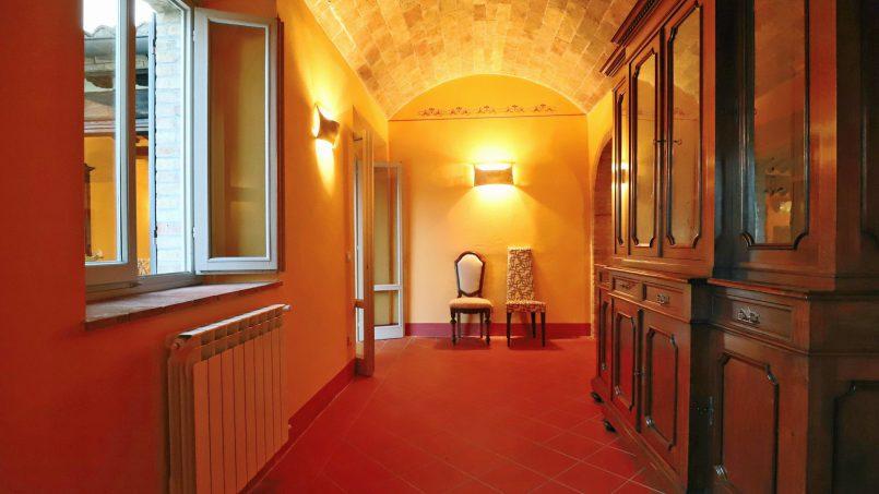 Hillside stone built Villa Insieme XVI Tuscany Siena 62