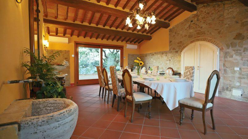 Hillside stone built Villa Insieme XVI Tuscany Siena 64