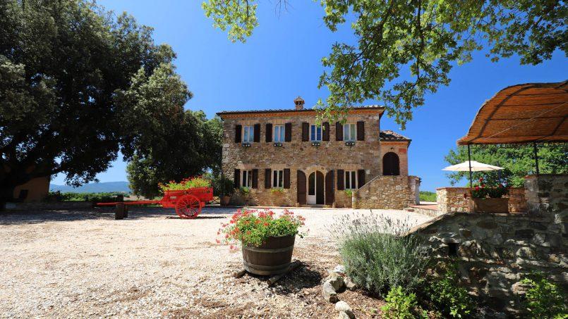 Hillside stone built Villa Insieme XVI Tuscany Siena 7
