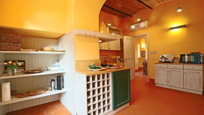 Hillside stone built Villa Insieme XVI Tuscany Siena 72