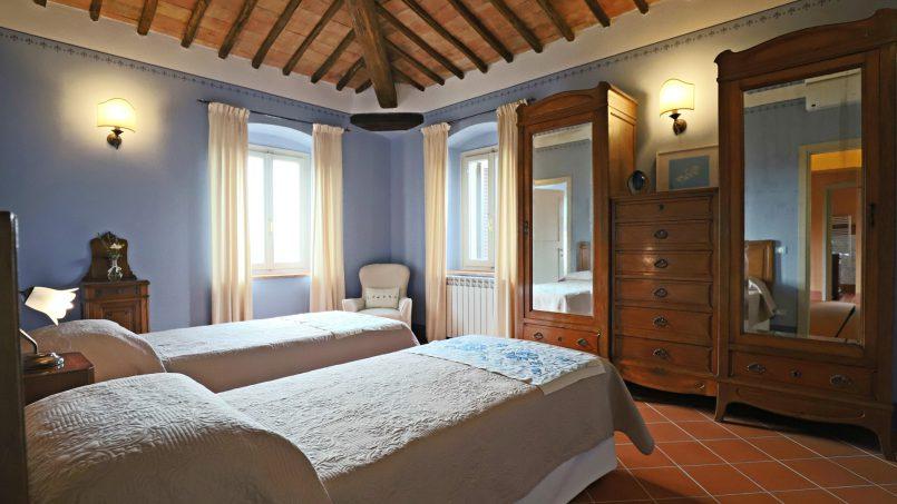 Hillside stone built Villa Insieme XVI Tuscany Siena 88
