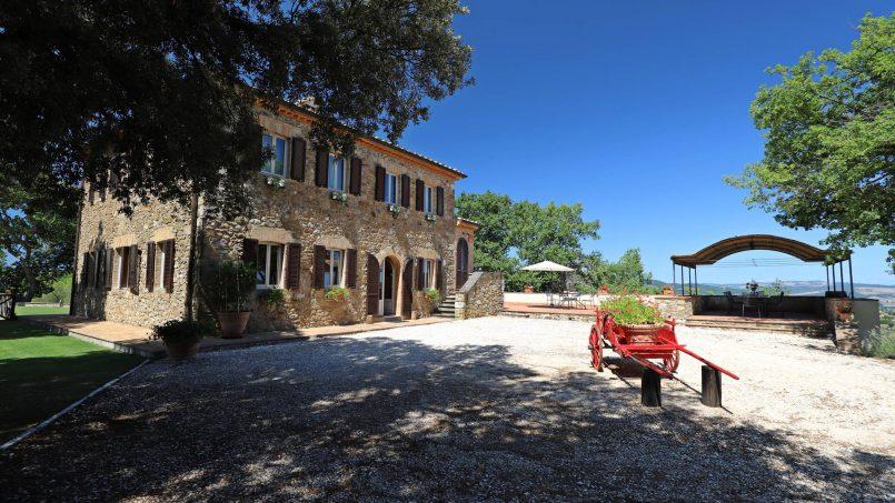 Hillside stone built Villa Insieme XVI Tuscany Siena 9