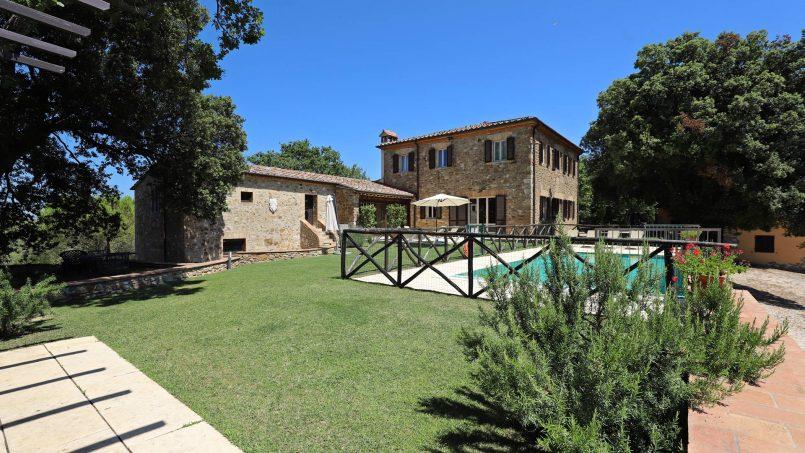 Hillside stone built Villa Insieme XII Tuscany Siena 12-1