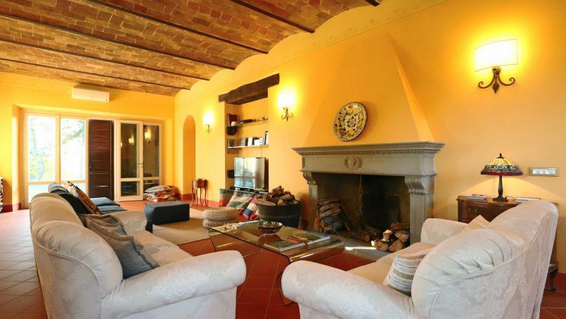 Hillside stone built Villa Insieme XII Tuscany Siena 59