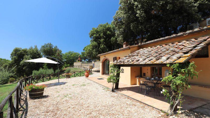 Hillside stone built Villa Insieme XII Tuscany Siena 9