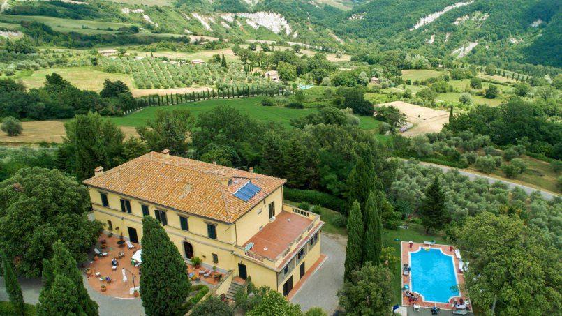 Elegant hillside Villa Val d'Orcia Tuscany Siena Radicondoli 03