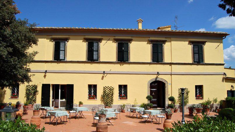 Elegant hillside Villa Val d'Orcia Tuscany Siena Radicondoli 2