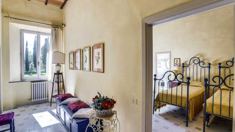 Elegant hillside Villa Val d'Orcia Tuscany Siena Radicondoli 40