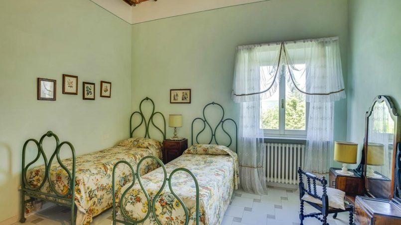 Elegant hillside Villa Val d'Orcia Tuscany Siena Radicondoli 49