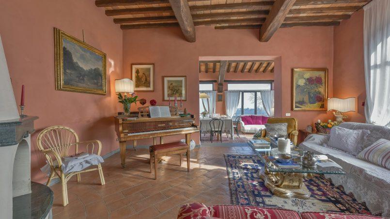 Hillside country house Villa il Roseto Tuscany Casalguidi 1