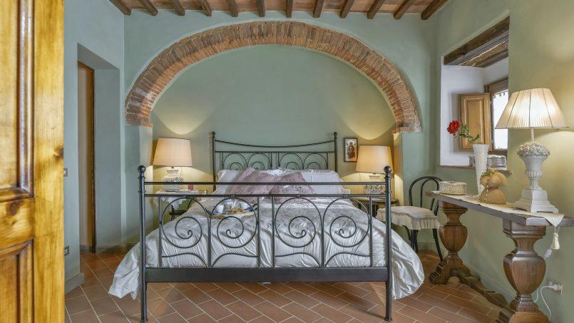 Hillside country house Villa il Roseto Tuscany Casalguidi 11