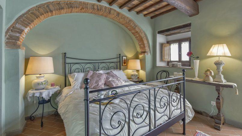 Hillside country house Villa il Roseto Tuscany Casalguidi 12