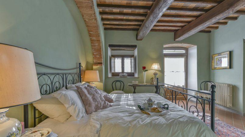 Hillside country house Villa il Roseto Tuscany Casalguidi 13