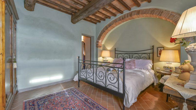 Hillside country house Villa il Roseto Tuscany Casalguidi 23
