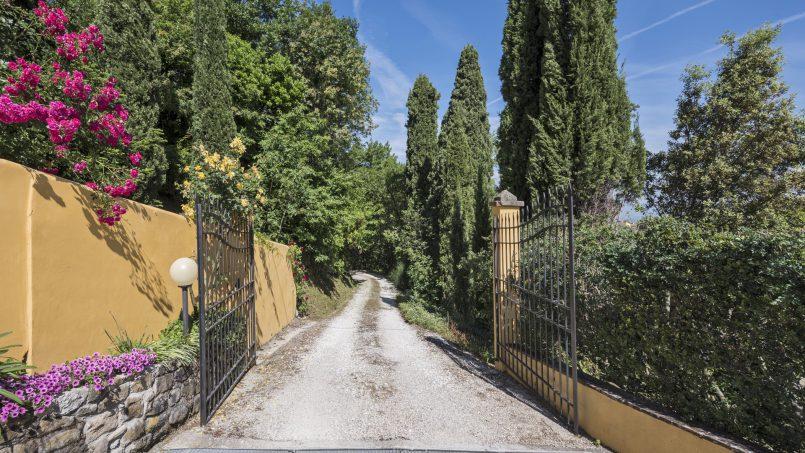 Hillside country house Villa il Roseto Tuscany Casalguidi 48