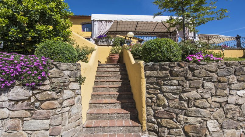 Hillside country house Villa il Roseto Tuscany Casalguidi 54