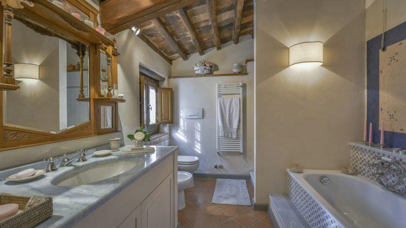 Hillside country house Villa il Roseto Tuscany Casalguidi 8
