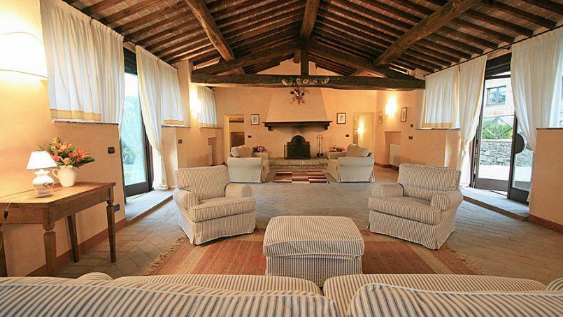 Stone farmhouse Villa Montebello Tuscany Montalcinello 1