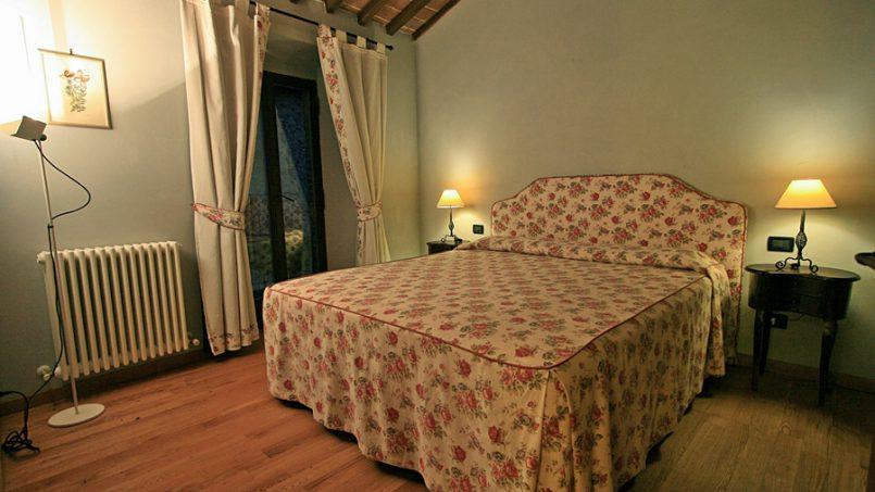Stone farmhouse Villa Montebello Tuscany Montalcinello 10