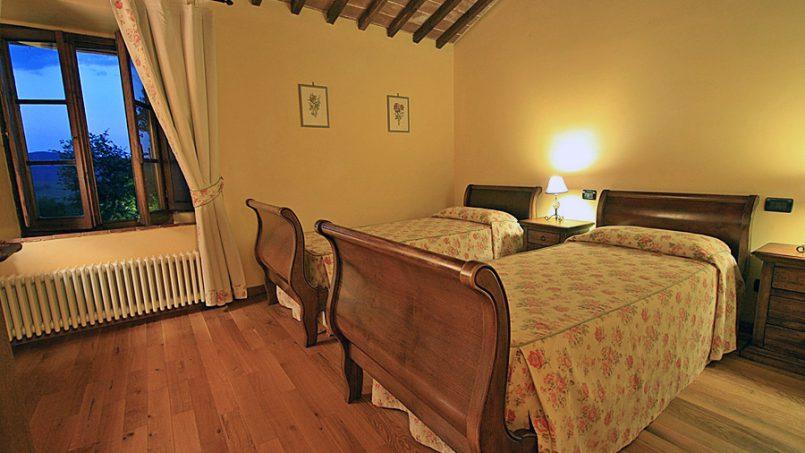 Stone farmhouse Villa Montebello Tuscany Montalcinello 12