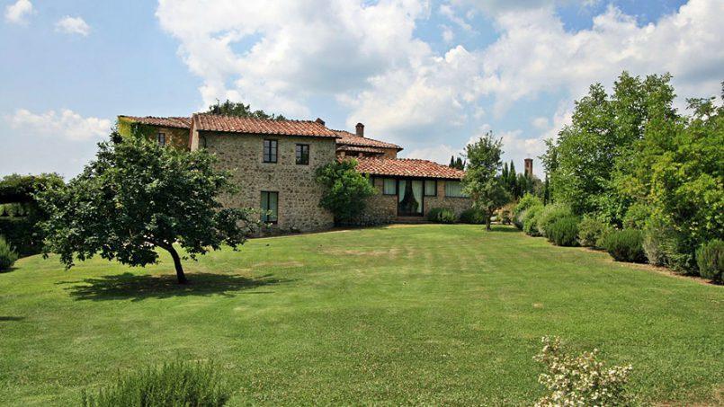 Stone farmhouse Villa Montebello Tuscany Montalcinello 14