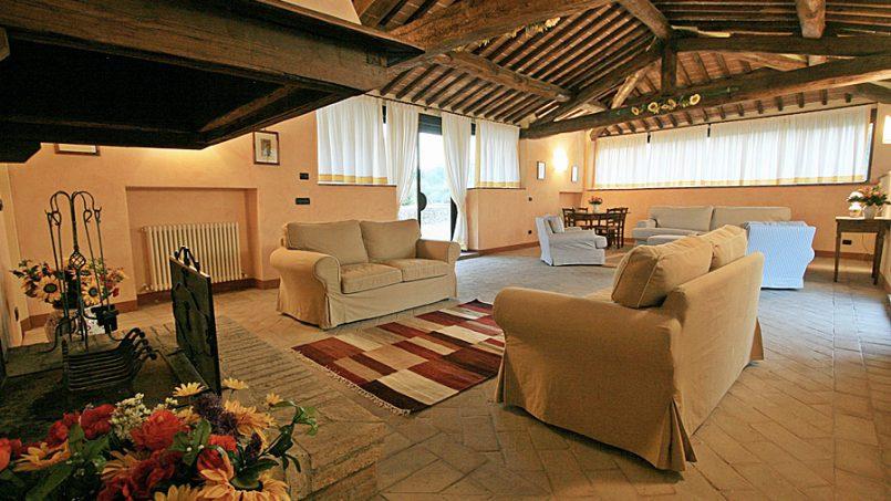 Stone farmhouse Villa Montebello Tuscany Montalcinello 4